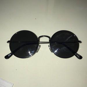 Black circular sunglasses